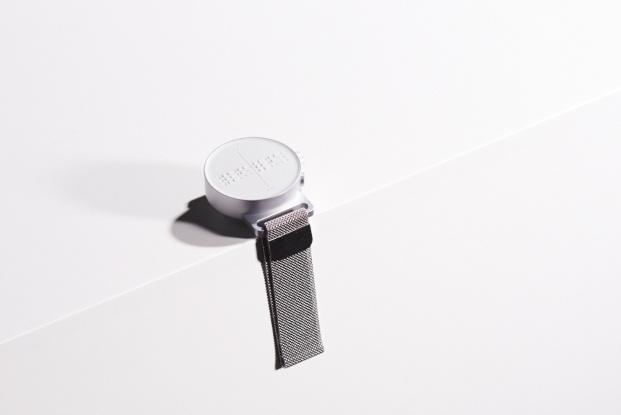 reloj dot con fondo blanco