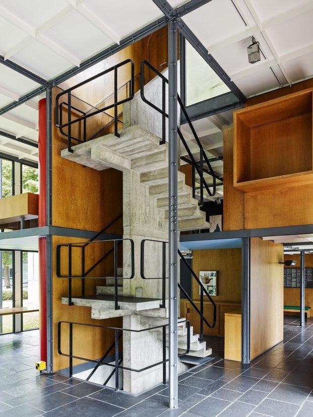 escalera de hormigón pavillon le corbusier diariodesign