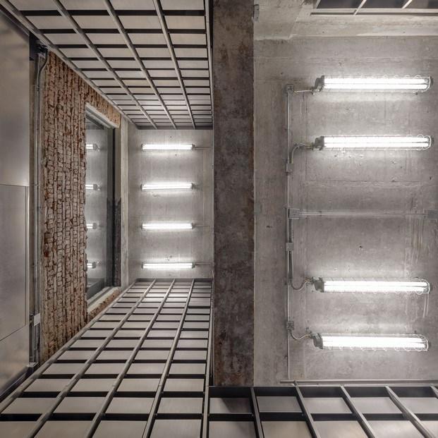 paredes cemento y ladrillo arquitectura en ruinas brutalista