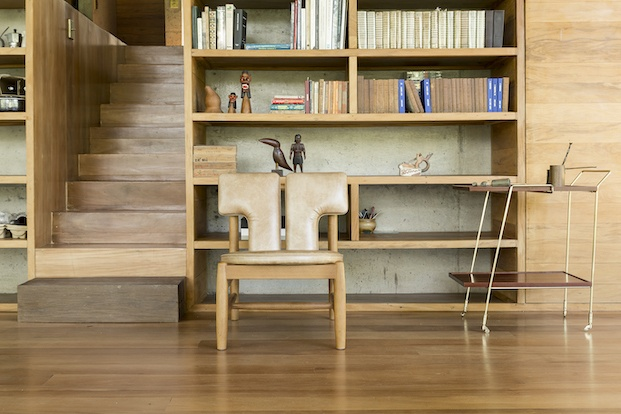 Mobiliario de madera casa biblioteca en sao paulo diariodesign