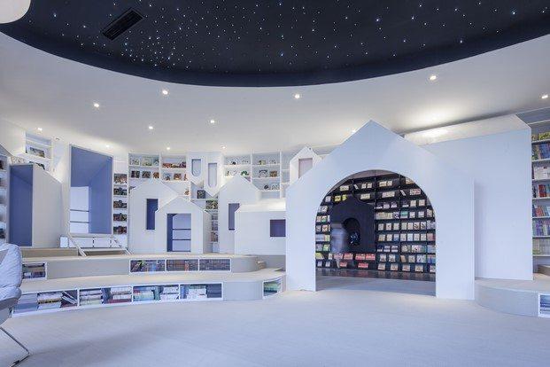 zona infantil librería techo noche blanco