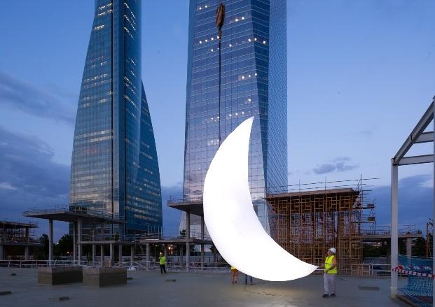 obreros trabajando con luna en madrid