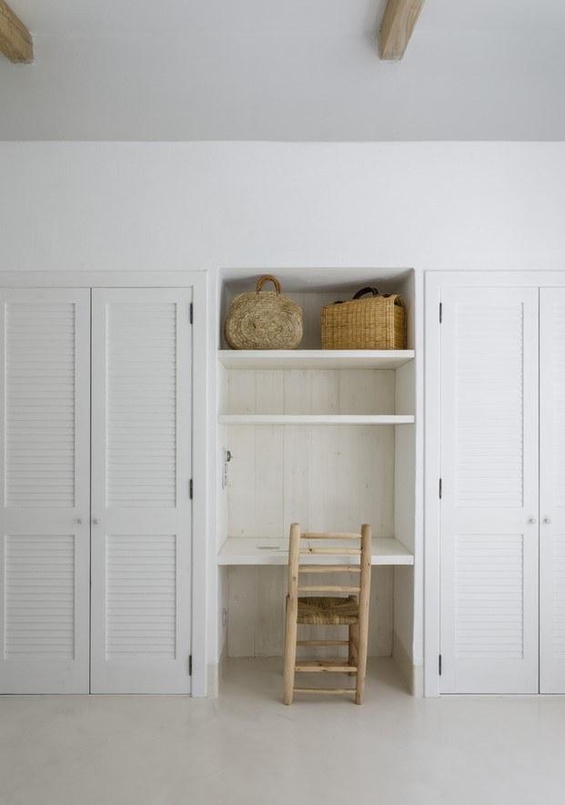 armarios empotrados con puertas de madera