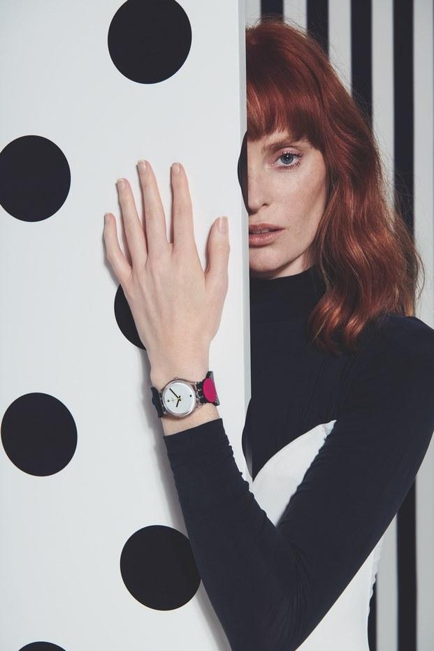 reloj swatch círculos inspirado bauhaus centenario diariodesign