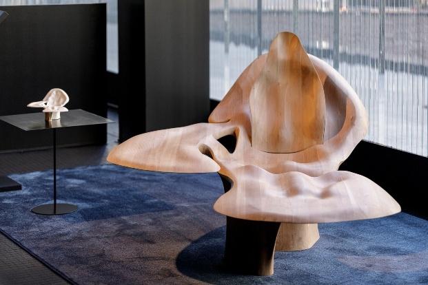 silla de madera roca gallery barcelona pequeños diseños grandes arquitectos