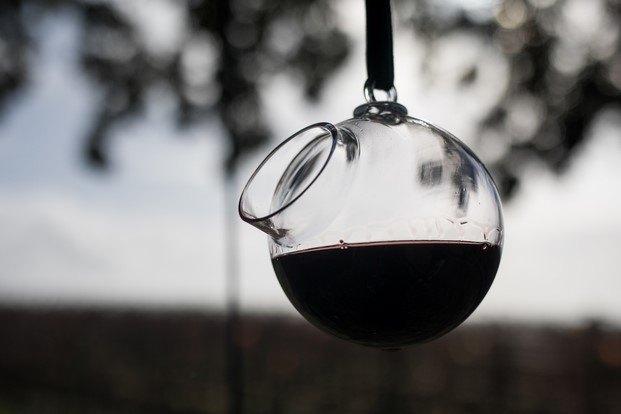 vino sospeso tinto