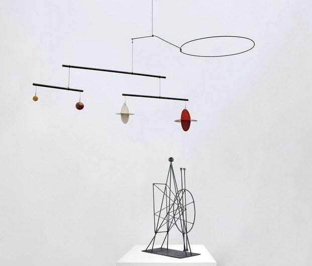 Obras de Alexander Calder y Pablo Picasso en la exposición de Málaga