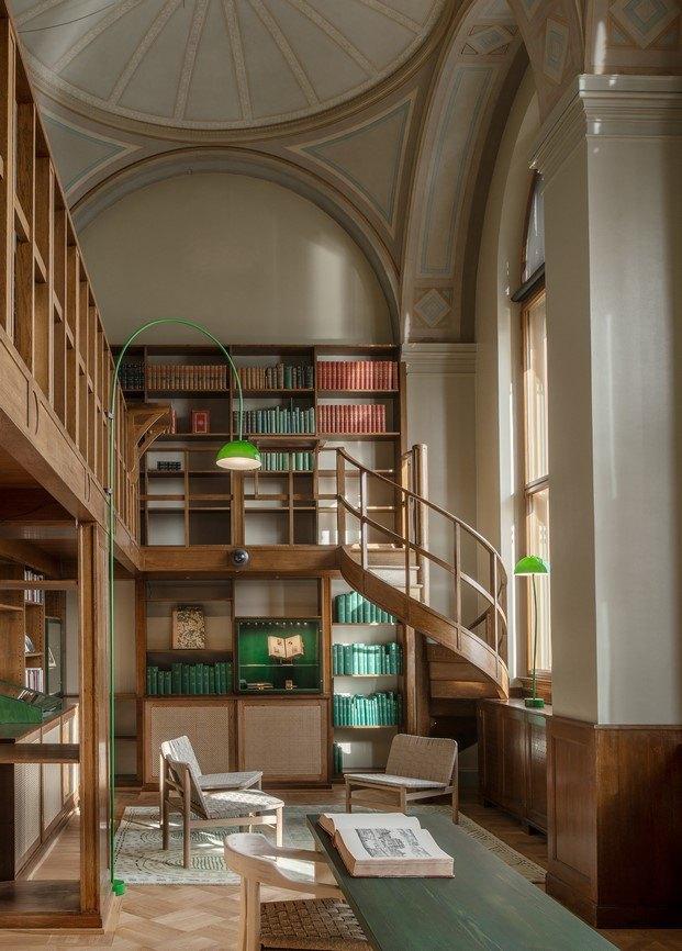 biblioteca nationalmuseum estocolmo con lámpara de curvas diseño de front diariodesign
