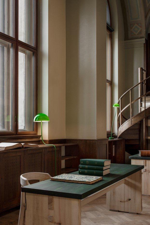 lámparas curvas front zero en la biblioteca del nationalmuseum diariodesign
