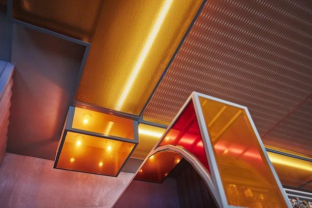 Detalle diseño de luminaria geométrico amsterdam