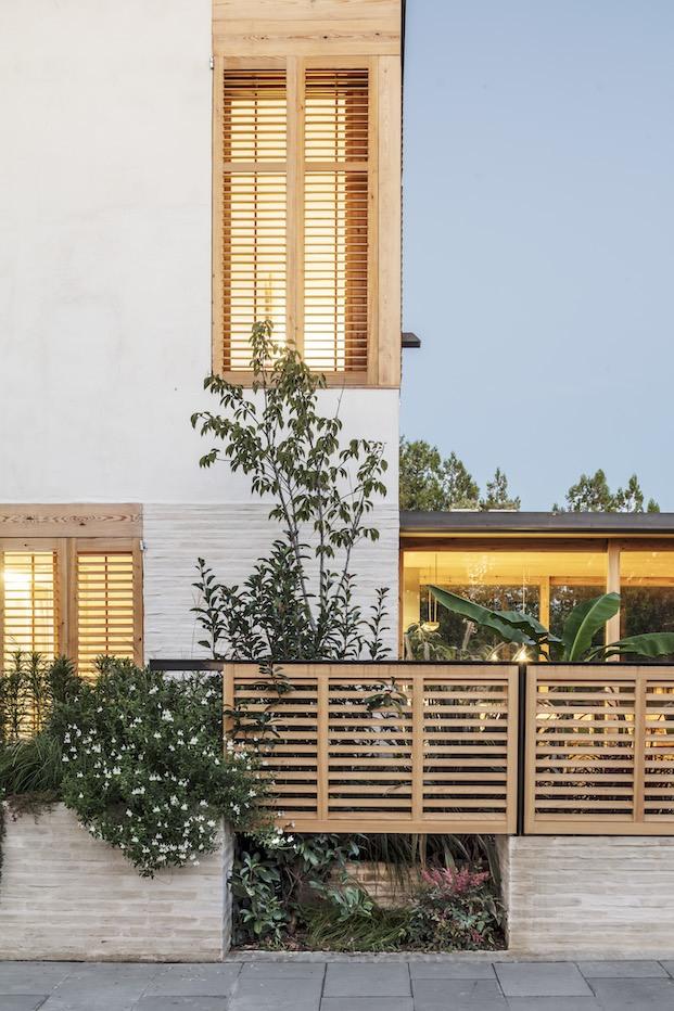 exterior casa sostenible en bordils diariodesign