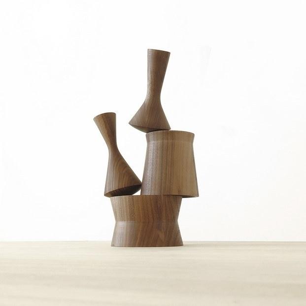 totem martín azúa de madera editados por mobles 114 diariodesign