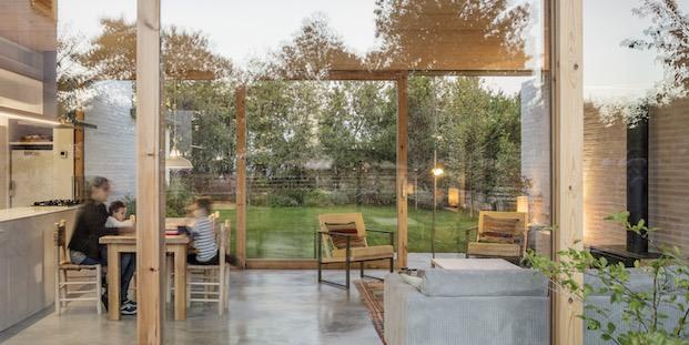 Interior de la zona de día casa sostenible diariodesign