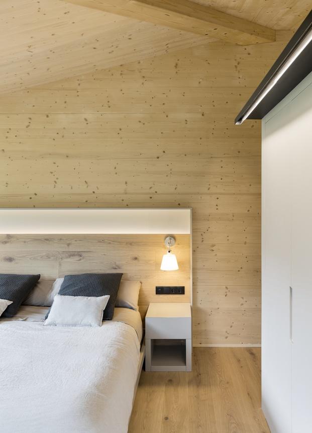 Casa en La Cerdanya. Dormitorio principal. paredes de madera