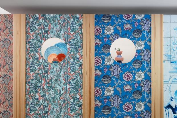 Exposición de cerámica y papel pintado. Mateus, Pierre Frey y Costas Voyatzis