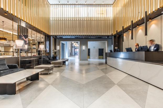 Lobby recepción hotel estilo art nouveau