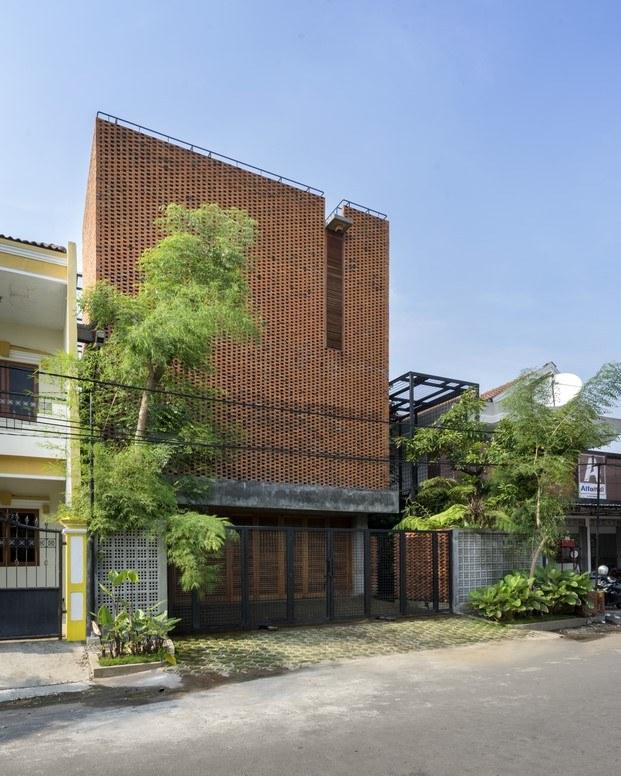 casa de ladrillo en indonesia fachada