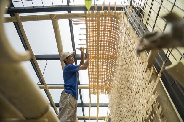 mimbre construcción en indonesia