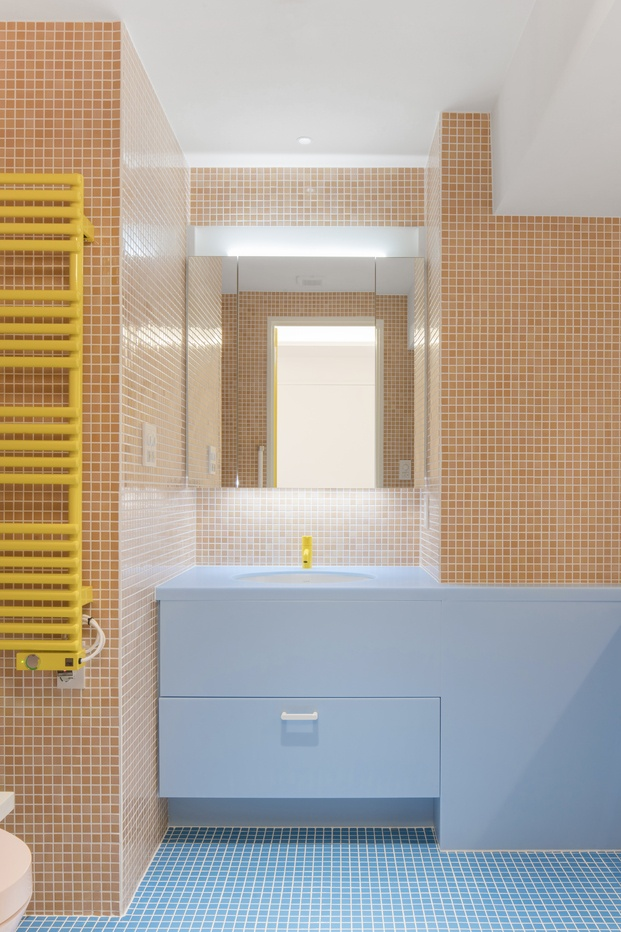 Baño colores pastel Adam Nathaniel Furman proyecto Nagatacho Tokio