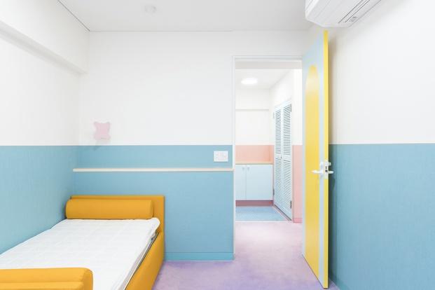 Dormitorio colores pastel Adam Nathaniel Furman proyecto Nagatacho Tokio