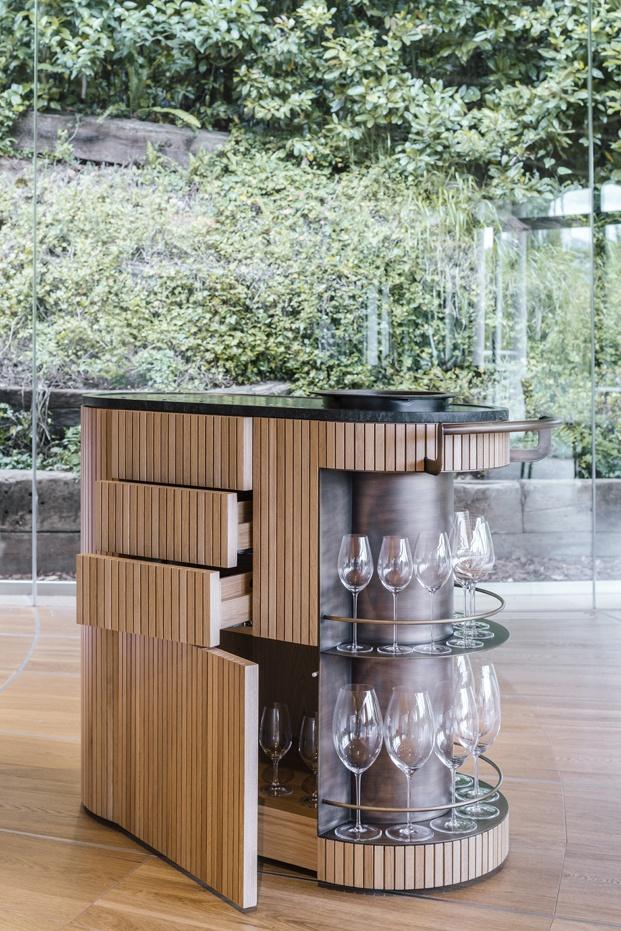 mueble bar diseñado por mecanismo
