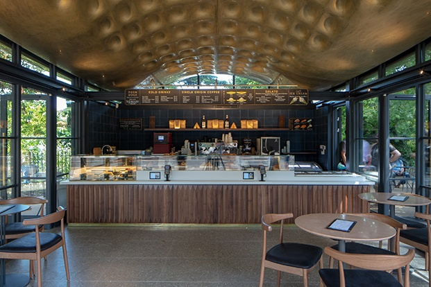 The Serpentine House Coffee diseñado por Mizzi Studio en Hyde Park