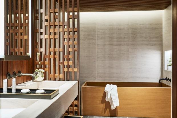 Nobu Hotel Barcelona. Bañera de madera