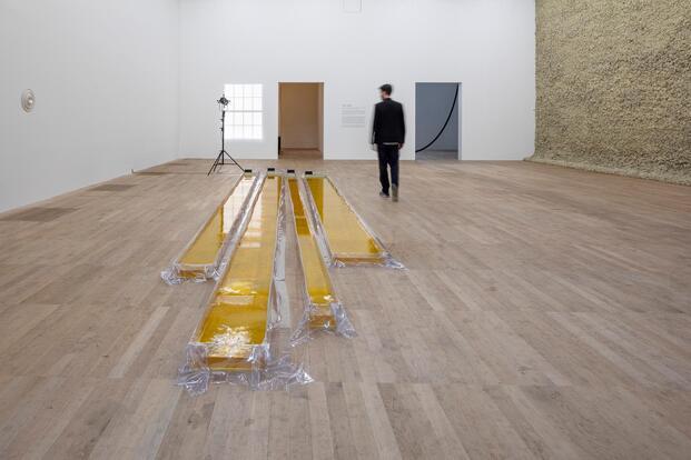 Olafur Eliasson. Exposición In Real Life. Tate Modern, 2019. Máquinas olas de agua