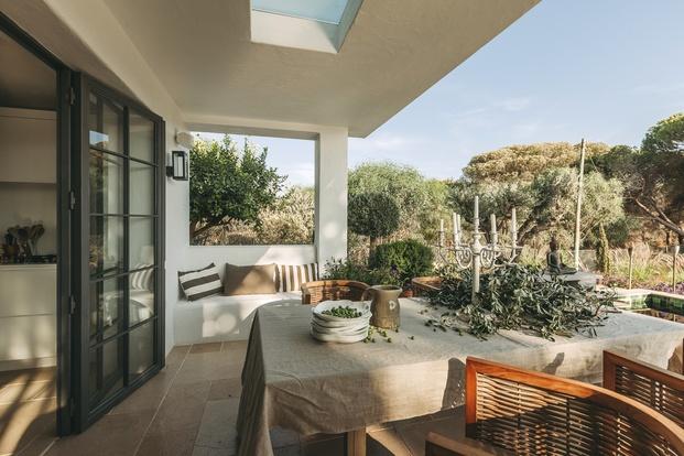 White & Kaki Quinta en Algarve. Reforma. Jardín