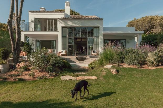 White & Kaki Quinta en Algarve. Reforma casa con jardín