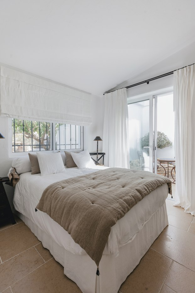 White & Kaki Quinta en Algarve. Reforma habitación