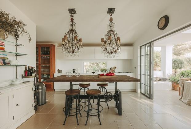 White & Kaki Quinta en Algarve. Reforma cocina