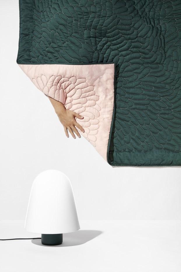 cubrecama color verde y rosa diseñado por ionna vautrin para monoprix