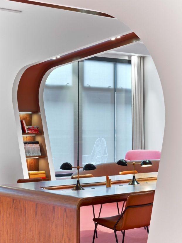 Biblioteca rosa oficinas Dropbox en San Francisco