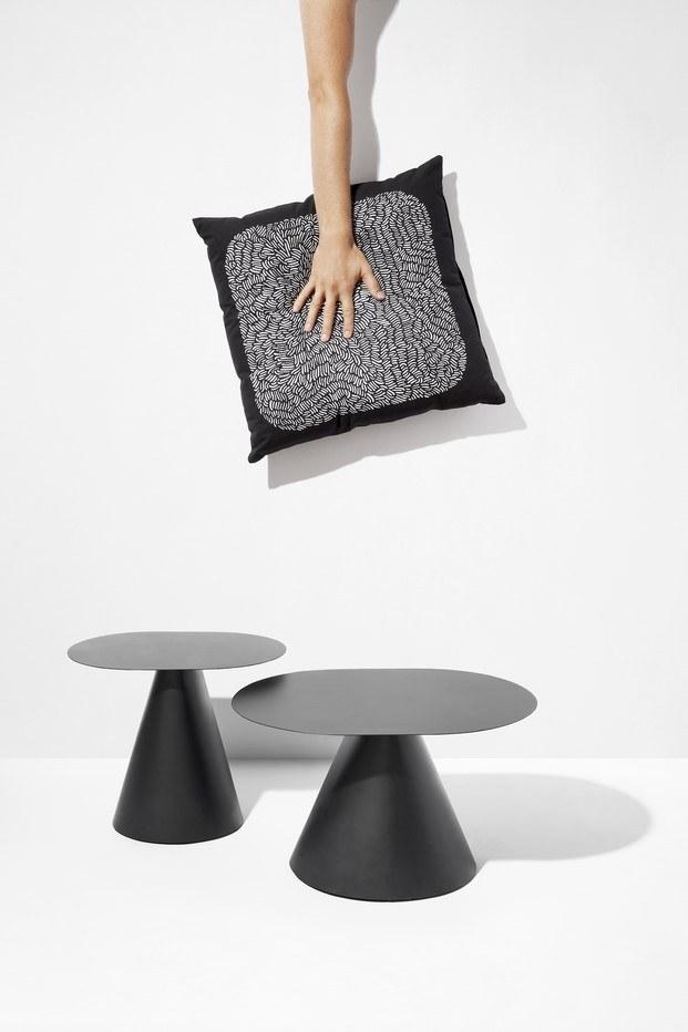 mesa y cojines de ionna vautrin colección nest