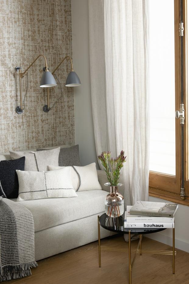 Mimouca. Reforma casa modernista en el Eixample. Habitación estudio con pared tapizada