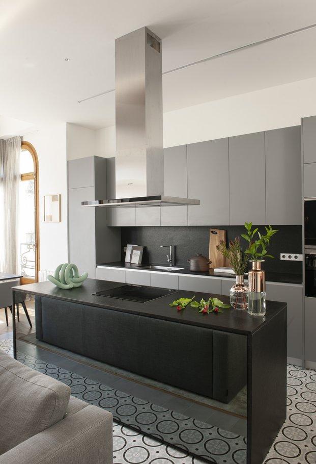 Mimouca. Reforma casa modernista en el Eixample. Cocina isla