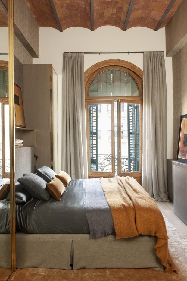 Mimouca. Reforma casa modernista en el Eixample. Color Mostaza. Suite