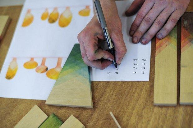piezas madera teñido por inmersión raw edges