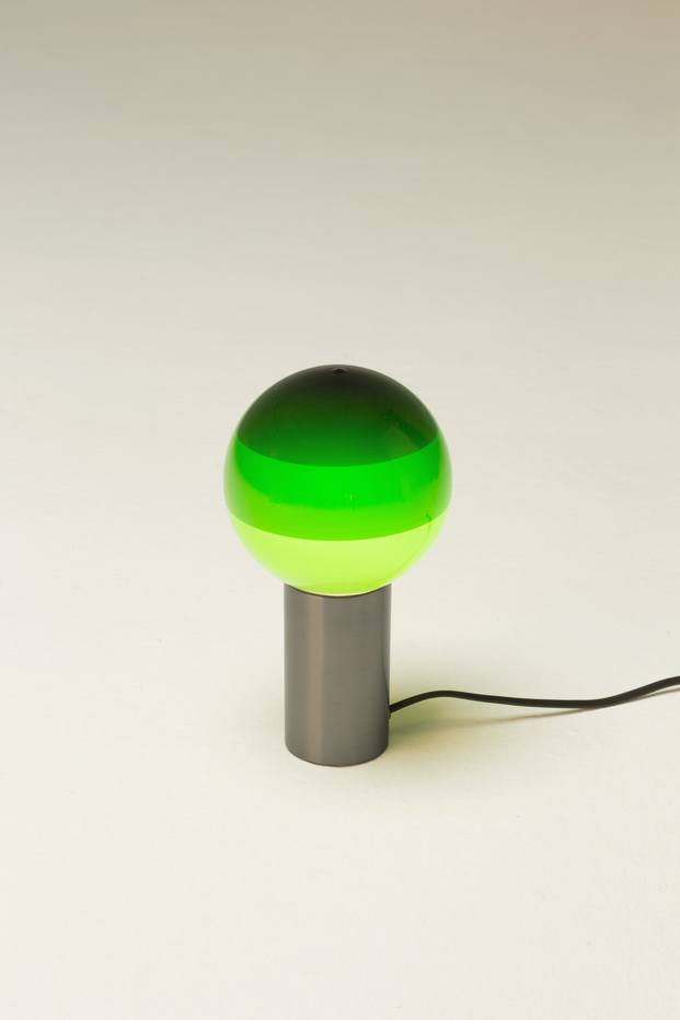 Muebles verdes. Design for Posidonia. Here We Are Collective. MARSET. Lámpara Dipping Light, de Jordi Canudas