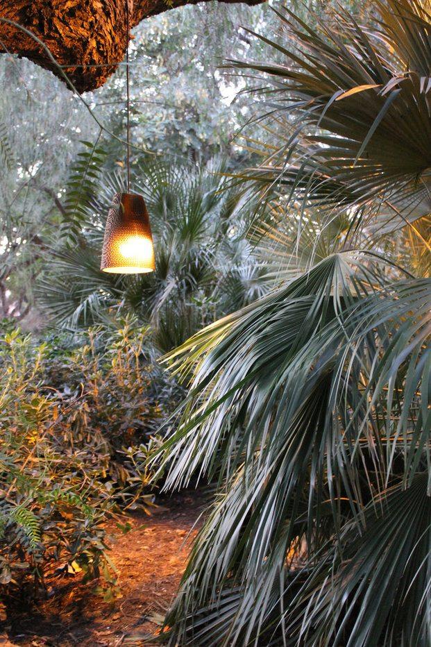 Lámpara colgante hecha con cartón. Design Market Barcelona 2019