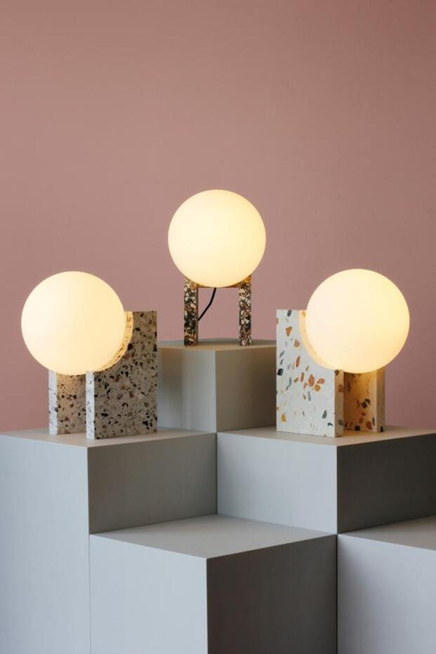 Lámparas de mesa bola blanca y terrazo. Design Market Barcelona 2019