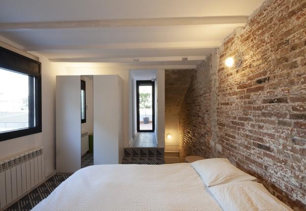 Loft en Poblenou reformado por Cadaval & Solá-Morales. Dormitorio