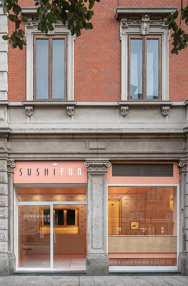 Sushi Fun poke shop Milán. Interiorismo estudio italiano Kentool. Fachada