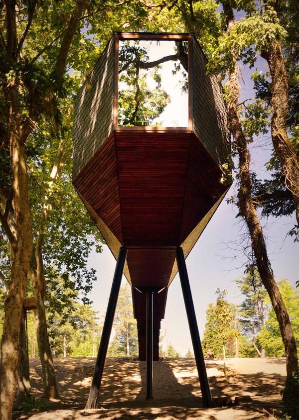 Cabaña de madera en los árboles. Snake House. Portugal
