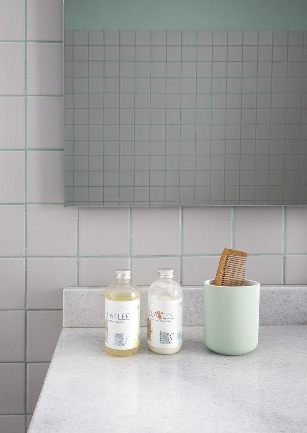 Detalle borada baño de color turquesa