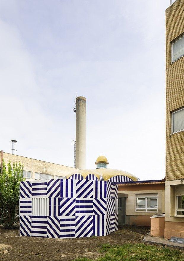 patio de los valientes mención premio cerámica arquitectura