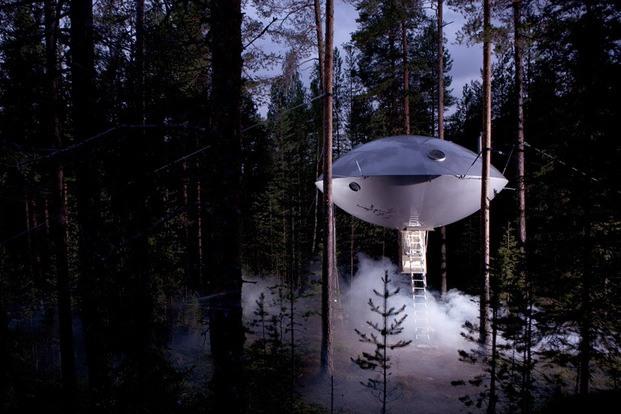 Treehotel Suecia. Cabaña árboles. UFO