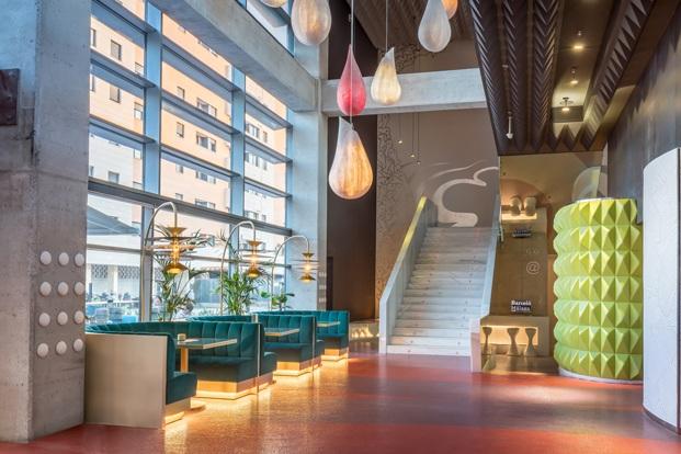 escalera de mármol entrada hotel barceló málaga