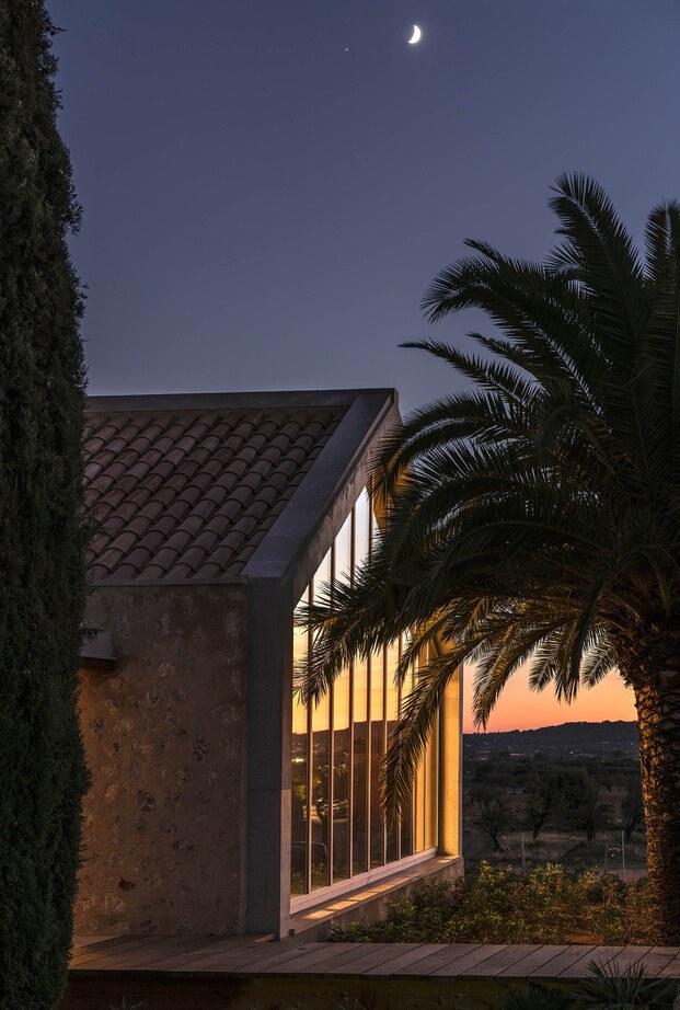 Bodega Ribas Consell Mallorca Moneo. De noche